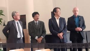 Herrn Kuroki (stellvertretender Geschäftsführer von Kuraray Europe), Dr. Fuss (ebenfalls Kuraray) sowie Sakashita-san und Oka-san von der japanischen internationalen Schule in Frankfurt (von links)